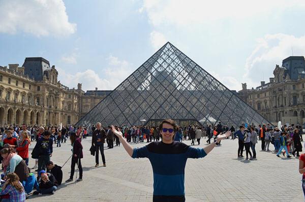 Huson, Kyle - Winter 2014 - Louvre, Paris, France